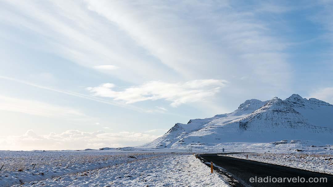 Blue sky while driving to Kirkjufellfoss.
