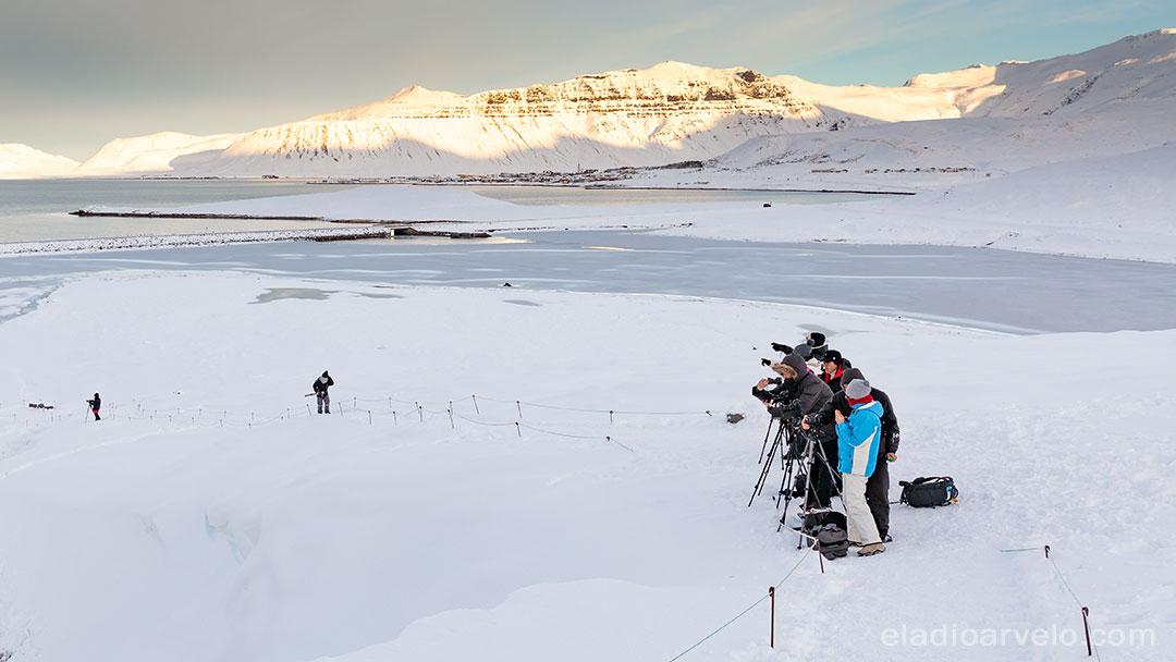 Photographers lining up at Kirkjufellsfoss.