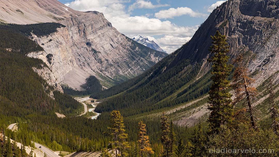 Breathtaking landscape along the Icefields Parkway on the way to Jasper National Park.