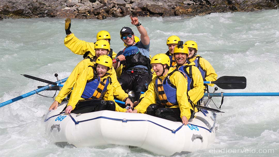 Whitewater rafting in the Kicking Horse river. (Photo credit: Wild Water Adventures).