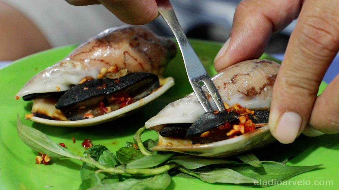 Large snails prepared in Ho Chi Minh City.