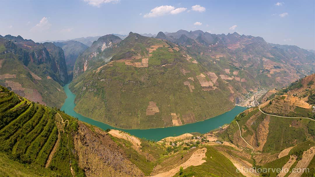 Panorama of Ma Pi Leng in Ha Giang.