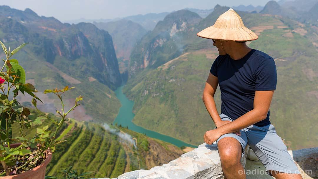 Eladio admiring the Ma Pi Leng scenery. (Photo credit: Shareef Haq).
